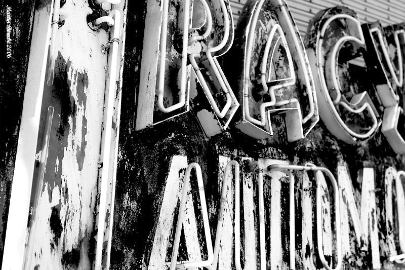 Tracy Automobile, Enseigne Néon